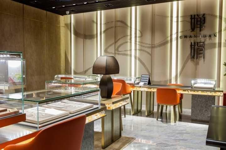 Luxury jewelry store showcase (1)