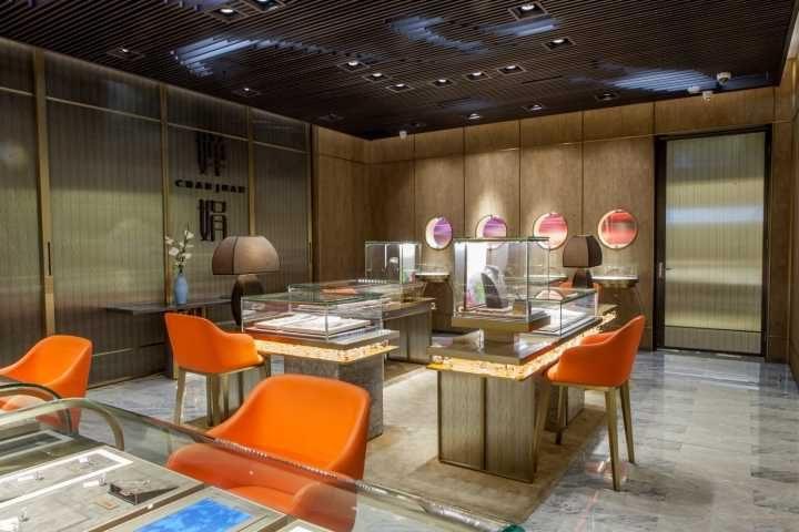 Luxury jewelry store showcase (2)
