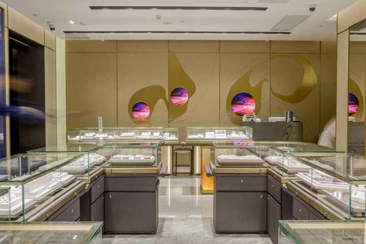 Luxury jewelry store showcase (3)