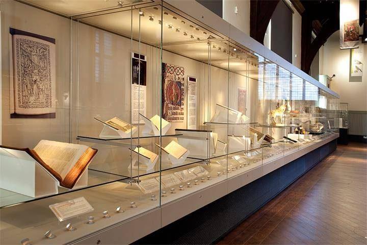 custom museum showcase_ujoydisplay (1)