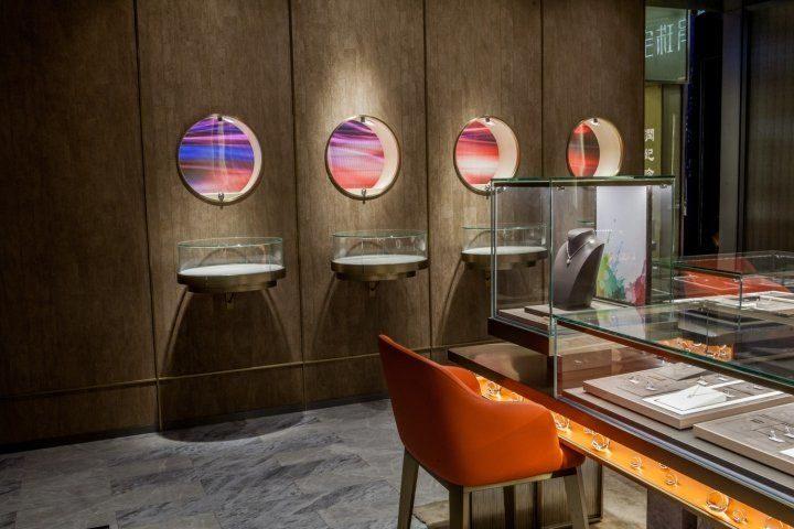 luxury jewelry store showcase 12