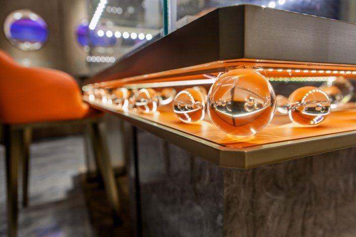 luxury jewelry store showcase 8